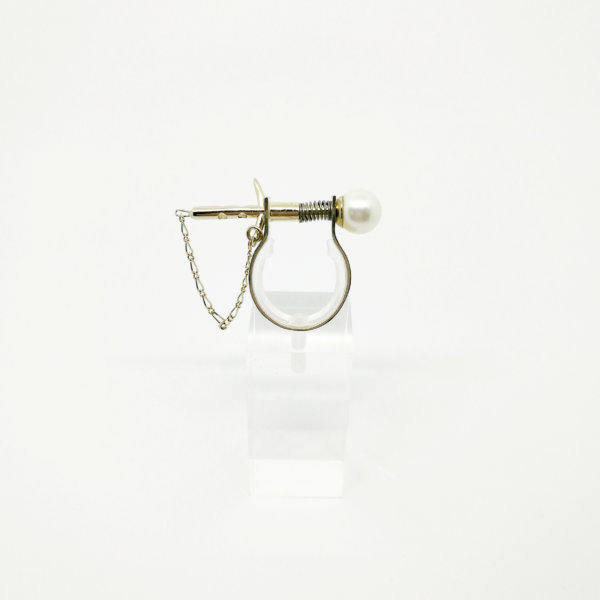 Love pin and pearl ring