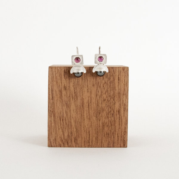 Memoria Earrings Garnet